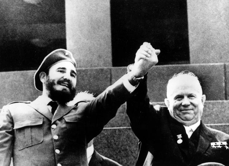 Fidel Castro and Nikita Khrushchev pose in front of the tomb of Vladimir Lenin.