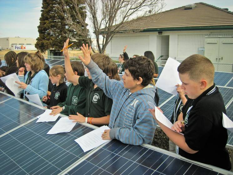 Clayton Middle School students from Reno area visit a local nonprofit to learn more about solar arrays; BlackRock Solar. Flickr
