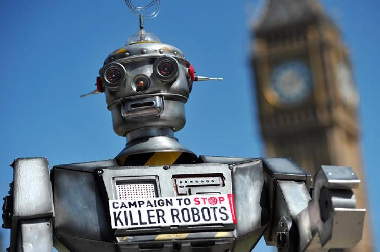 robot in front of Big Ben