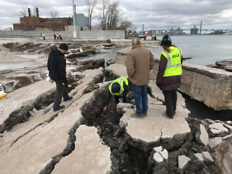 Staff from theMichigan Department of Environment, Great Lakesand Energy on-site at the collapse of a former nuclear weapons plant into the Detroit River.