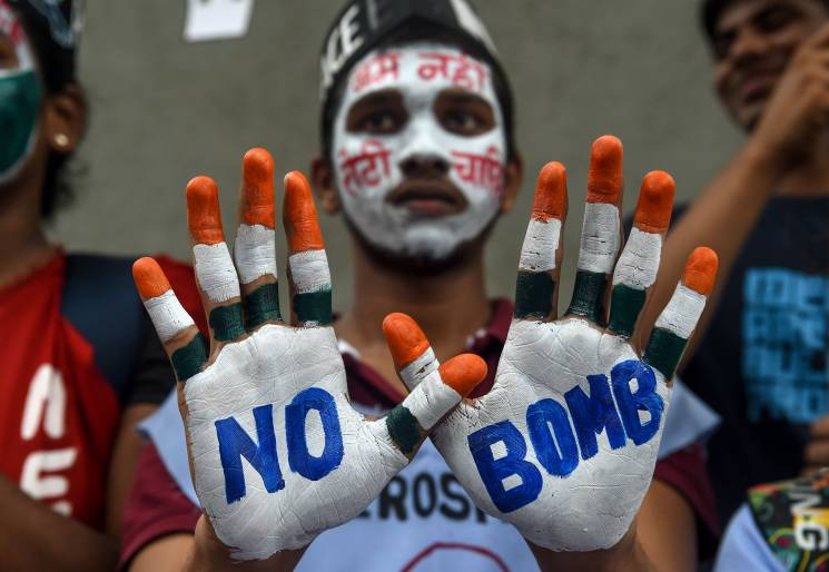 man with no bomb painted on his hands