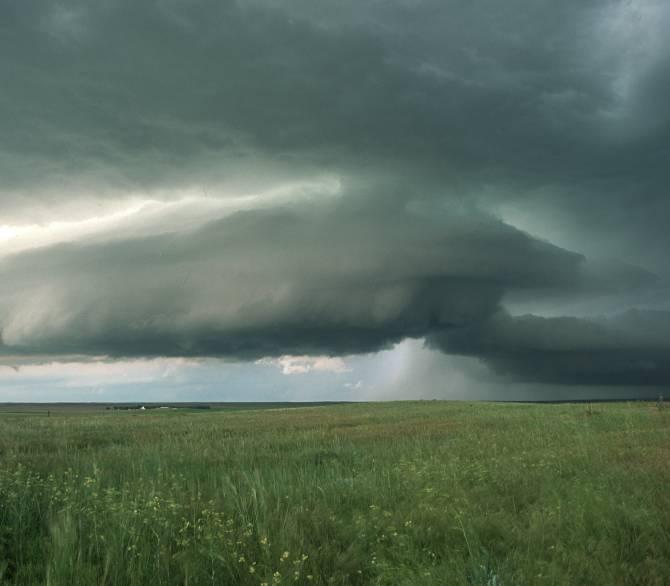 El clima se refiere a patrones y promedios del estado del tiempo. Un incremento importante en tormentas y lluvias, en algunas partes del mundo, es una señal de un clima cambiante.