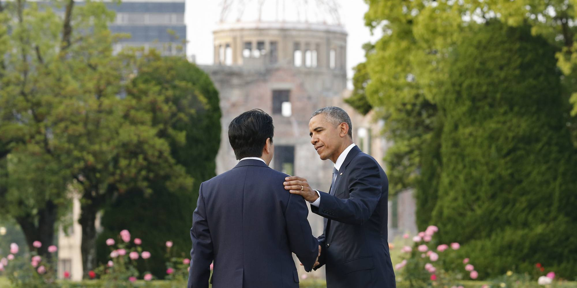 Obama and Abe in front of the Hiroshima dome