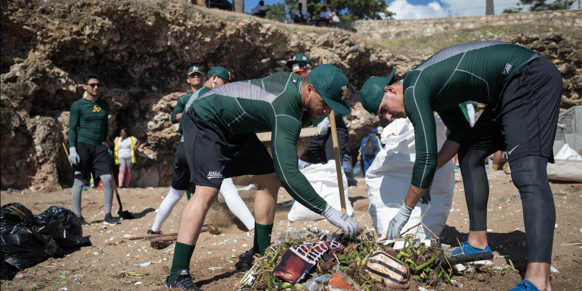 Chris Dickerson, ex jugador de Grandes Ligas y cofundador de Players for the Planet, encabezó la primera limpieza de desechos plásticos en la República Dominicana en colaboración con jugadores profesionales de béisbol.